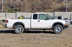 White ZR2 (Eyellgeteven) Tags: white chevrolet truck construction gm 4x4 pickup chevy s10 madeinusa americanmade fourwheeldrive chev generalmotors worktruck zr2 extendedcab 43lv6 eyellgeteven