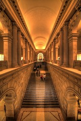 Stairs into Art ... Metropolitan Museum New York (1982Chris911 (Thank you 1.250.000 Times)) Tags: newyorkcity urban usa newyork art museum brooklyn stairs canon hall us vanishingpoint cityscape manhattan entrance symmetry queens step met hdr highdynamicrange metropolitanmuseum urbanphotography leadinglines canonphotography manhattannewyork hdrphotography newyorkphotography hdrpictures newyorkcityphotography metropolitanmuseumnewyork krieglsteiner 1982chris911 christiankrieglsteiner christiankrieglsteinerphotography