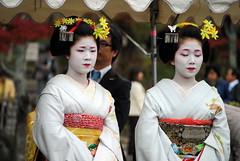 Yasaka Shrine, Gion and Higashiyama (Marisoleta) Tags: japan kyoto     11232011kyotoniinamesai