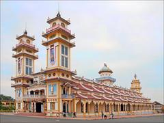 Le grand temple du Caodaïsme (Tay Ninh)