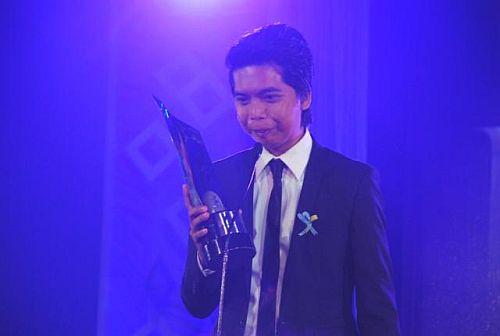 Remton Siega Zuasola, filmmaker of Ang Damgo Ni Eleuteria during the 34th Gawad Urian