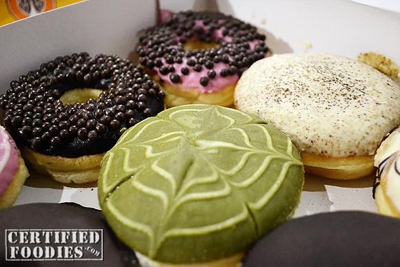 J.CO Donuts Miss Green T, Choco Caviar, Tira Miss U donuts