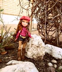 Bratz on the rocks :P (Verenis) Tags: toys doll valladolid jasmin mga juguetes bratz muñeca yasmín dollphotography verenis newbratz bratzparty fotografíademuñecas