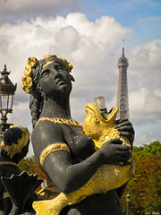 Paris (mlnilsson) Tags: plaza city travel viaje cloud paris france tower fountain square town torre place fuente ciudad olympus eiffel concorde francia nube