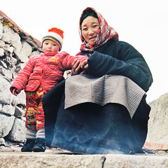 母子 (richardhwc) Tags: china 120 6x6 film mediumformat kodak tibet bronica s2 portra400 75mmf28 nikkorp