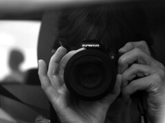 Head to head (ilsebatten) Tags: travelling photographer head fingers olympus