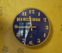 Autoportrait jazé aux bras levés (Marie-Hélène Cingal) Tags: france clock 17 horloge jaz sudouest charentemaritime poitoucharentes