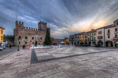 Chess / Scacchi (Fil.ippo (on vacation)) Tags: square living chess sigma piazza 1020 hdr filippo marostica scacchi viventi d5000