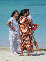 Mantas guajiras /Wayuu indians with typical dresses (jjrestrepoa (busy)) Tags: sea fish beach mar colombia playa caribbean pescado indigenas caribe guajira cabodelavela wayuu comadreando indigenascolombianos mantaguajira colombianindians chismoseando