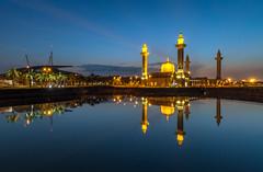 140411-Masjid Tengku Ampuan Jemaah, Bukit Jelutong (rizalfaridz) Tags: sunrise bluehour selangor shahalam wakaf keemasan masjidbukitjelutongshahalam masjidtengkuampuanjemaahbukitjelutong masjdi