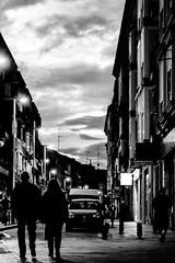 Entre sombras (Álvaro Hurtado) Tags: street city sunset people blackandwhite bw españa blancoynegro night contrast contraluz atardecer noche calle spain shadows darkness ciudad personas contraste sombras backlighting oscuridad leganés d3100