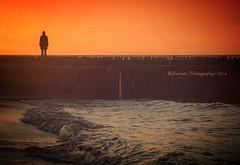 Zauber der Abendrte (rafischatz... www.rafischatz-photography.de) Tags: sunset silhouette germany person pentax wave balticsea seashore k3 mecklenburgwesternpomerania kuehlungsborn