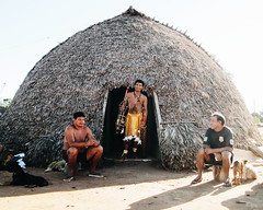 Aldeia Quatro Cachoeiras (fergprado) Tags: travel boy brazil man brasil culture cultura tribo indigenous homens oca ndio idigena