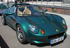 Elise (The Rubberbandman) Tags: auto uk england green english classic sports car sport modern vintage germany 1 design cool lotus elise britain eins great schuppen super german gb vehicle british bremen fahrzeug roadster sportwagen