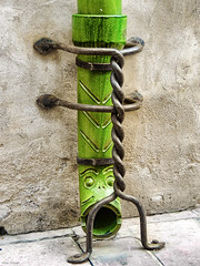 Ecoulement de gouttiere perpignanais (palounic) Tags: vert fer gouttire forg