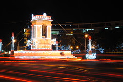 Plaza España (jgoge) Tags: plaza city españa de navidad noche long exposure cola monumento guatemala 9 ciudad nocturna coca zona iluminacion larga nocturno exposición histórico plazuela iluminada ornato
