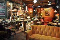 Central Perk (evanembee) Tags: friends television set studio losangeles tour deluxe wb warner hollywood vip series burbank studios tours centralperk moviestudio warnerbrothersstudio