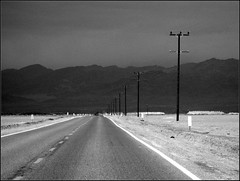 on the road - moody sky (goerdie_l. on the slow photo road) Tags: california travel blackandwhite usa white reisen roadtrip roads schwarzweiss strassen