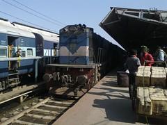WDM3D 11332 [IZN] NER (Abhinav (The Ludhiana Edition)) Tags: new train is video indian ngc doing usual link cape express longest assam railways vivek guwahati honour ner dibrugarh youtube kanniyakumari nfr ghy 11332 15906 izn wdm3a wdm3d dbrg 25122011 izatnagar httpwwwyoutubecomwatchvqwm6cwlk2b8