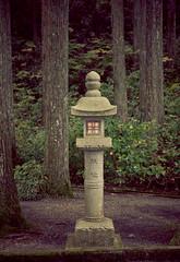 Koya-San sign post (kejsardavid) Tags: trees cemetery japan stone forest blog woods koyasan signpost lantern semester resa okunoin kyrkogrd begravningsplats wakayamaken lykta japanresa skogskyrkogrd