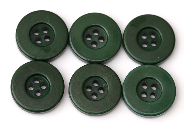 6 vintage dark green chunky plastic buttons 22mm