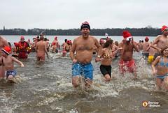 Nieuwjaar Inluiden (Omroep Brabant) Tags: winter holland water dive nederland thenetherlands nieuwjaar denbosch brabant duik januari kou nieuwjaarsduik plons omroepbrabant 1januari wwwomroepbrabantnl