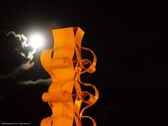 Monumento Al Maiz. Edgar Negret (Ivan Mauricio Agudelo Velasquez) Tags: cloud moon night noche monumento luna could nube maiz negret