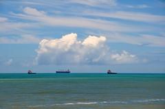 porque é sexta... (Ruby Ferreira ®) Tags: sky brasil ship céu tugs atlanticocean oceanoatlântico navio rebocadores brasilemimagens