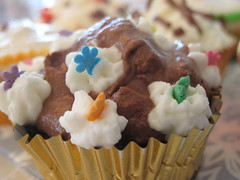 (Sharona R) Tags: cupcakes baking sweet chocolate cream cupcake workshop frosting topping
