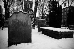 St Mary & Holy Trinity, Bow (jordi.martorell) Tags: cementiri cementerio cemetery neu nieve snow london february 2012 bn bw blackandwhite blancinegre blancoynegro nikon nikond40 d40 1855mmf3556g urban guesswherelondon gwl guessed guessedbytrewilliam bow bowchurch stmaryandholitrinity geotagged cruzadasi