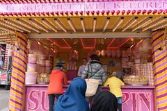 Den Haag-8 (Nickz3) Tags: denhaag lente zon kermis stad kleur kleuren 2016 suikerspin zonnig moslimas hoofddoekjes geelenroze