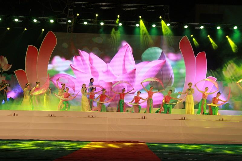 Lễ hội Làng Sen năm 2016.