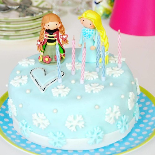 For my little princess. I love youuuu so much 💜😇🎂 #6candles #lovemydaugther #loveforever #handmadecake #cakefrommom #cakes #frozencake #frozen #frozenfever #annaelsa #elsaanna #birthdaygirl #fondantcake #challengeaccepted :w