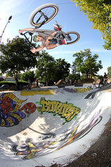 John Garcia ( Jeremie Carrere ) Tags: bike bicycle canon john fly jump bmx ride air bowl spot aerial dirt trail cycle jeremie vlo cotcot bicross carrere jeremiecarrere