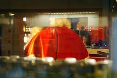 Hips Sint (Mamanon) Tags: sint zoetermeer rokkeveen winkelcentrum pauze gallgall dooretalage