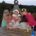 Familie am Grillplatz
