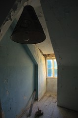 Dunkle Lampe (Wolf-Ulf Wulfrolf) Tags: hotel austria cola limo verlassen urbex disko sinalco fruchtsaft