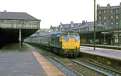27204 Haymarket 17Jul77 (david.hayes77) Tags: pull scotland edinburgh push haymarket class27 27204 class272