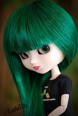 Welcome home, Mizuki! ^o^ (_Lalaith_) Tags: new york red ny black sexy green shirt dark doll long open geek lips pacman wig l pullip haute mizuki sbh lalaith obitsu rewigged