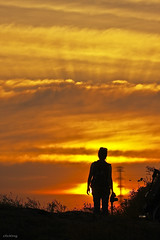 Go to the sun (-clicking-) Tags: friends sunset red sky people orange sunlight sunshine silhouette yellow clouds skyscape photographer dramatic vietnam sunbeam raysoflight honghn raysofsunhine