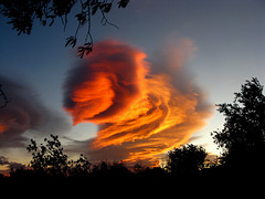 stormy sunset- alien encounter (Marlis1) Tags: sunset clouds evening abend spain sonnenuntergang wolken catalunya tortosa marlies onexplore windstorm weatherphotography gettyimagesiberiaq3 exploredec202011