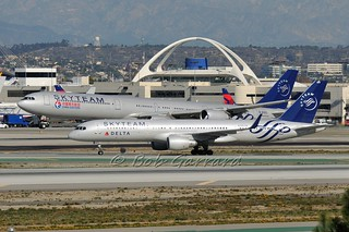 Skyteam Duo  - Delta N705TW  and  China Eastern B-6053