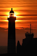 Couch de soleil  St Mathieu (Brestitude) Tags: sunset lighthouse brittany bretagne breizh phare couchdesoleil finistre pointesaintmathieu d700 brestitude