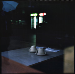 Melancholia (NyYankee) Tags: usa chicago 120 6x6 film bar america mediumformat illinois loop empty diner cups caf windycity pentaconsixtl kodakportra400 autaut gotwind carlzeissjenabiometar80mmf28