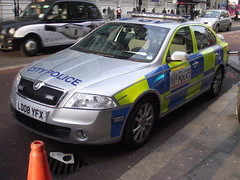 City of London Police - LD08 YFX (Chris' 999 Pics) Tags: old city uk blue light england woman man london film car station speed outside lights bill pc bars pix order fuji cops united nick fine blues police samsung kingdom cop finepix copper and fujifilm service law parked hd enforcement roads breakers emergency 112 siren coppers arrest bishopsgate policeman skoda octavia unit 999 constable 991 vrs twos strobes rpu policing lightbars rotators of vluu pl81 colp pl90 sl630 ld08yfx led's s2750