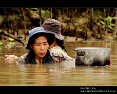 Women in the Mekong Delta (Vietnam) (kantevaphotography) Tags: trip people river fishing women asia image scene vietnam southeast dailylife capture mekongdelta asiatic travelphotography nikond90 nikkor70300mmvr kantevaphotography