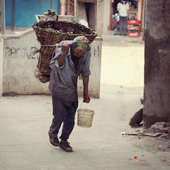 The Porter #2 (lukas kozmus) Tags: nepal photography 50mm photo asia asien foto fotografie minolta sony picture pic lukas kathmandu alpha bild 700 porter träger 2011 a700 kozmus lukaskozmus