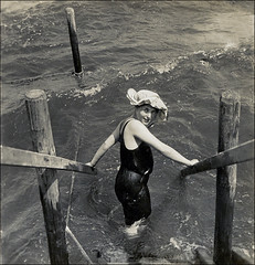 At the Sea (ookami_dou) Tags: sea summer woman vintage waves stereoview npg bather bathinghat