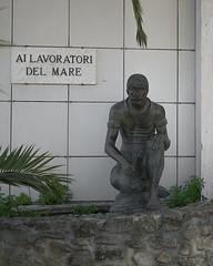 [AA0560]* 2014/04/13_004 (sdb66) Tags: italy italia day outdoor monumento statua ch abruzzo ortona nikkorafs1735mmf28d nikond800e