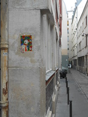 Paris_Avril 2016 (9) (Mademoiselle Berthelot - BricoLLeuse) Tags: streetart paris pasteup collage paint passages bubbles rue bastille rubberstamps oldmagazines urbain